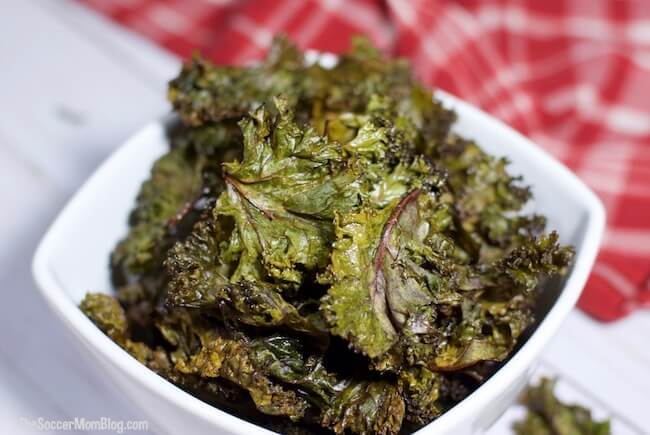 Crispy Baked Kale Chips (with VIDEO)